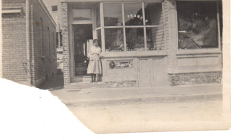 Gaetano (Thomas) Franco's market on Forest Street with daughter Ann in front. Market was open in the very early teens, possibly earlier. Photo courtesy of the Franco family